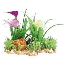 Kunststoffpflanze im Kiesbett