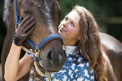 Pferdezubehör und Reitausstattung